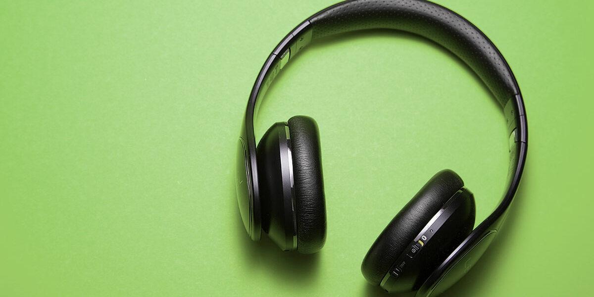 podcast-headphones